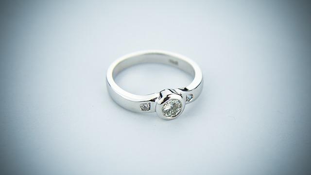 prsten bílé zlato