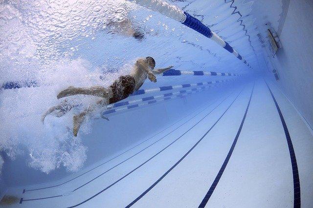 závodní plavec
