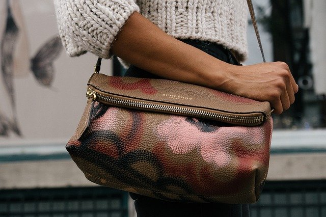 strakatá kabelka